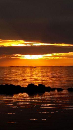 auringonlasku aallonmurtajalla
