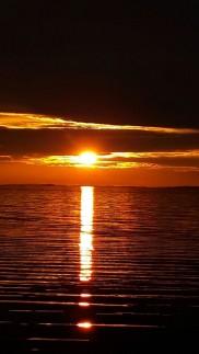 auringonlasku mökeillä